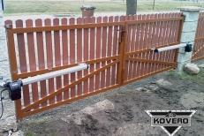 Kovová brána (1)