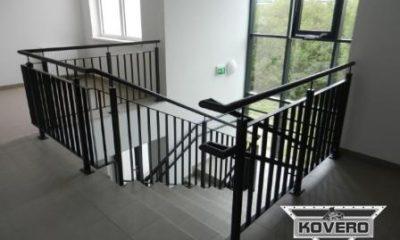 Kovové zábradlí ke schodům